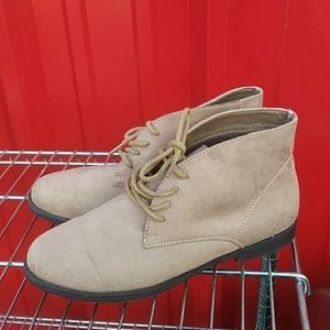 Womems Size 8 Booties WhiteMt.
